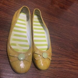Beautiful mustard yellow COACH flats.